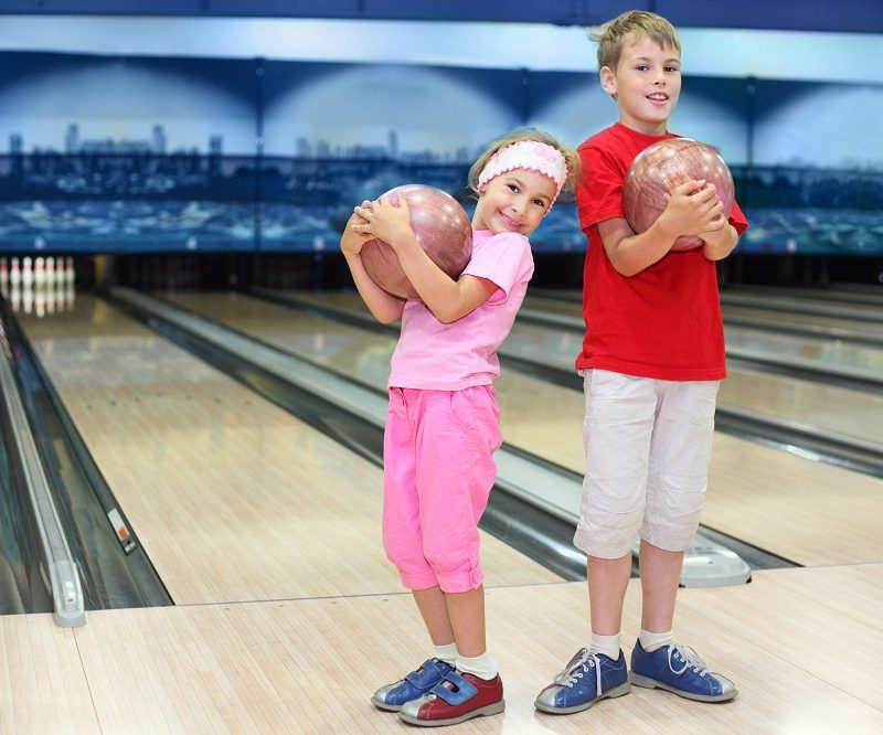Check out these tips for hosting a bowling party for your kid!
